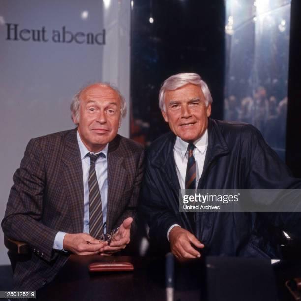 """Der deutsche Journalist und Fernsehmoderator Dieter Kronzucker zu Gast bei Joachim Fuchsberger in der Talkshow """"Heut' abend"""", Deutschland 1980er..."""