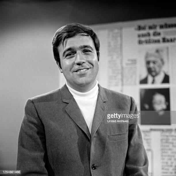 Der deutsche Journalist und Fernsehmoderator Rainer Holbe, Deutschland 1960er Jahre.