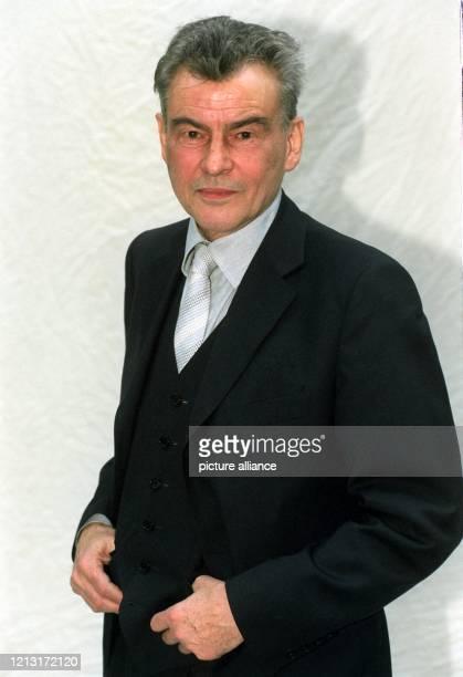 """Der deutsche Schauspieler Horst Buchholz feiert am 4.12.1998 seinen 65. Geburtstag. Mit Rollen wie in Kästners """"Emil und die Detektive"""" oder Sartres..."""