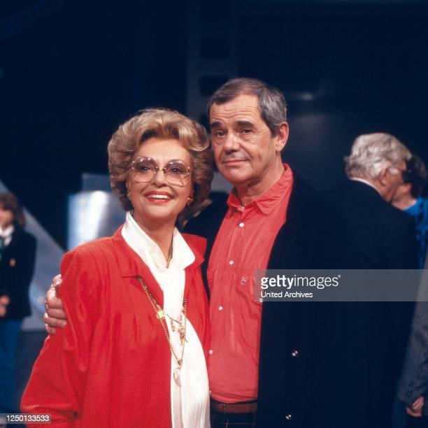 Der deutsche Schauspieler Walter Giller mit Ehefrau Nadja Tiller, Deutschland 1980er Jahre.