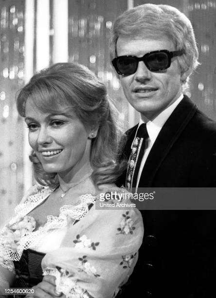 Der deutsche Sänger Heino mit seiner Frau Hannelore, Deutschland 1970er Jahre.