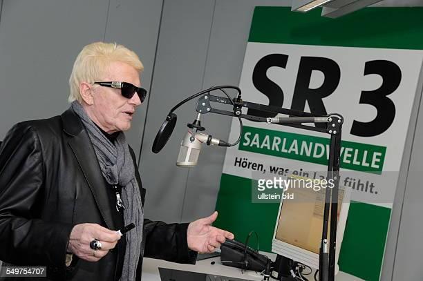 Der deutsche Volksmusiker Heino besucht den Saarländischen Rundfunk und ist Gast in der Sendung Kiosk auf SR3 Saarlandwelle Heino stellt sein...
