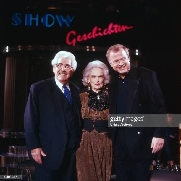 """Der deutsche Volksschauspieler Willy Millowitsch mit Camilla Horn und Gerhard Schmitt Thiel in der Sendung """"Showgeschichten"""", Deutschland 1980er..."""