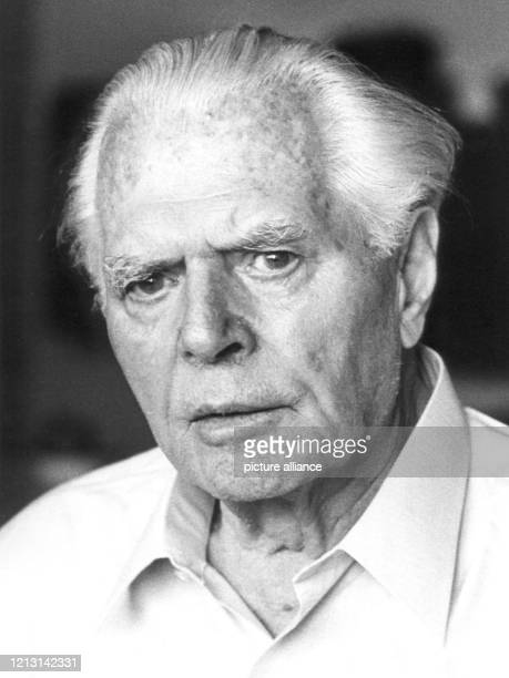 Der Dichter und Schriftsteller Fritz von Unruh im Mai 1970. Fritz von Unruh wurde am 10. Mai 1885 in Koblenz geboren. 1933 verließ er Deutschland und...