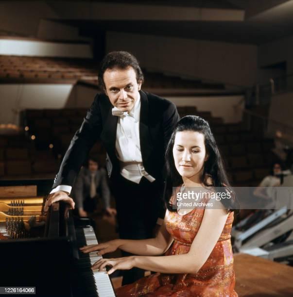 Der Dirigent Loorin Maazel und seine Frau die Pianistin Israela Margalit in Das Sonntagskonzert ZDF Deutschland 1972 Conductor Lorin Maazel and his...