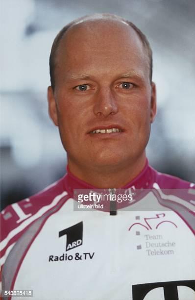 Der dänische Radrennfahrer Bjarne Riis im Telekom Trikot. Aufgenommen um 1999.