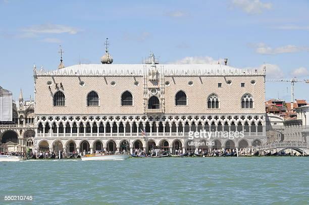 Der Dogenpalast von der Wasserseite aufgenommen in Venedig am 13 Mai 2013