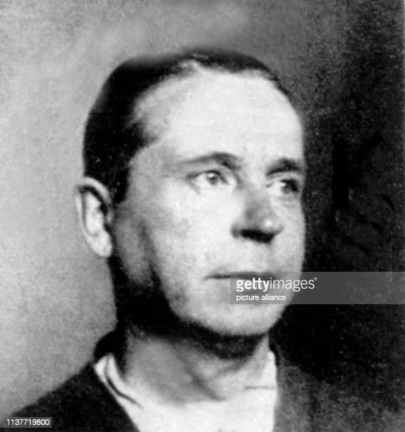 Der Düsseldorfer Massenmörder Peter Kürten aufgenommen 1931 Am 22 April 1931 wurde er wegen Mordes in neun Fällen und weiteren Delikten vom...