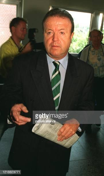 Der ehemalige bayerische Finanzminister Gerold Tandler auf dem Weg zur Zeugenvernehmung. Der Prozeß gegen den Füssinger Bäderunternehmer Johannes...