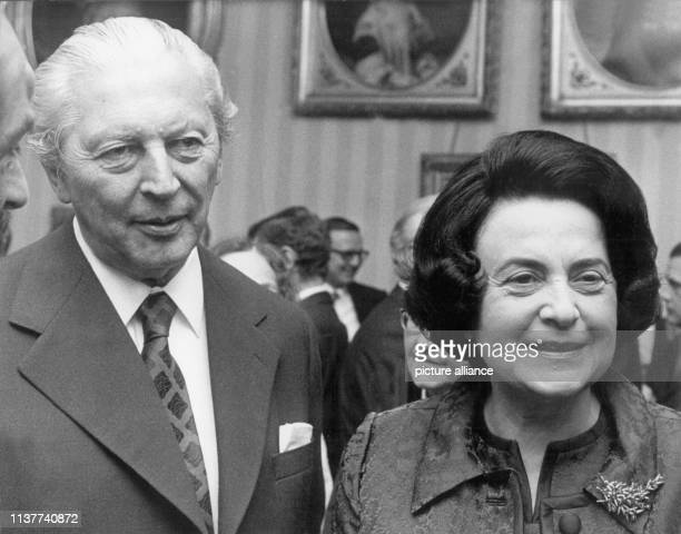 Der ehemalige Bundeskanzler und CDU-Politiker Kurt Georg Kiesinger mit seiner Frau Marie-Luise am 14. November 1973. Kiesinger war von 1958-66...