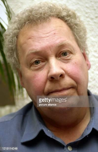 Der ehemalige CDUParteibuchhalter FranzJosef Reischmann wartet am im Wiesbadener Landtag auf seine Vernehmung Er soll vor dem Untersuchungsausschuss...