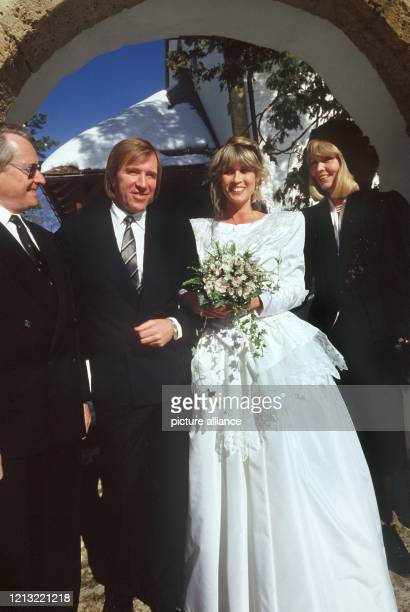 Der ehemalige Fußballnationalspieler und ExManager des HSV Günter Netzer hat nach der standesamtlichen Trauung am 23 Januar 1987 in Gottlieben seine...
