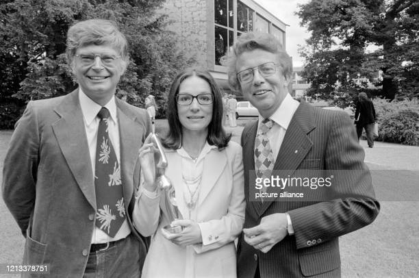 Der ehemalige HSV-Trainer und freiberufliche Direktor einer Dortmunder Immobilienfirma Dr. Peter Krohn, die griechische Schlagersängerin Nana...