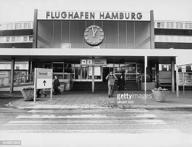 Der Eingangsbereich der Abflughalle des Hamburger Flughafens in Fuhlsbüttel Hamburg Airport