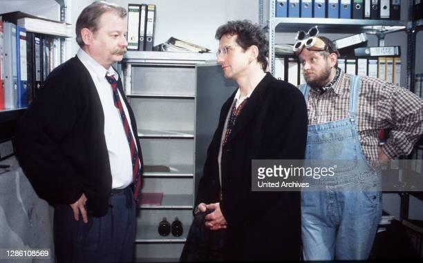Der einzige Ehrliche / Pelzer hat seine Ex-Mandanten Seliger engagiert, um den verschlossenen Tresor zu öffnen, in dem angeblich das Geld für seine...