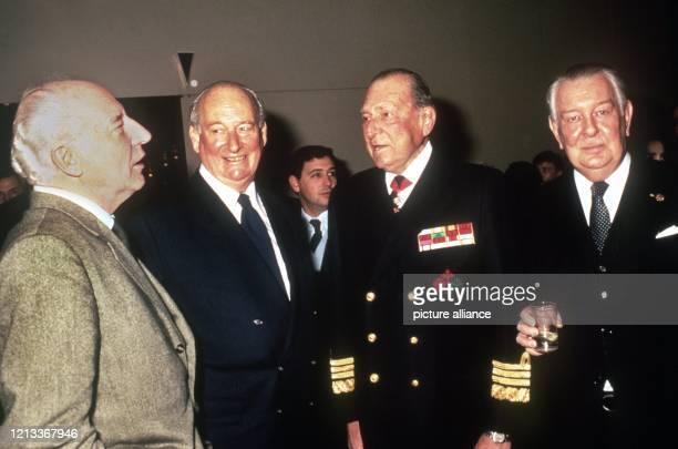 Der Enkel des letzten deutschen Kaisers Wilhelm II. Und Chef des Hauses Hohenzollern, Prinz Louis Ferdinand von Preußen bei einem Besuch der Messe...