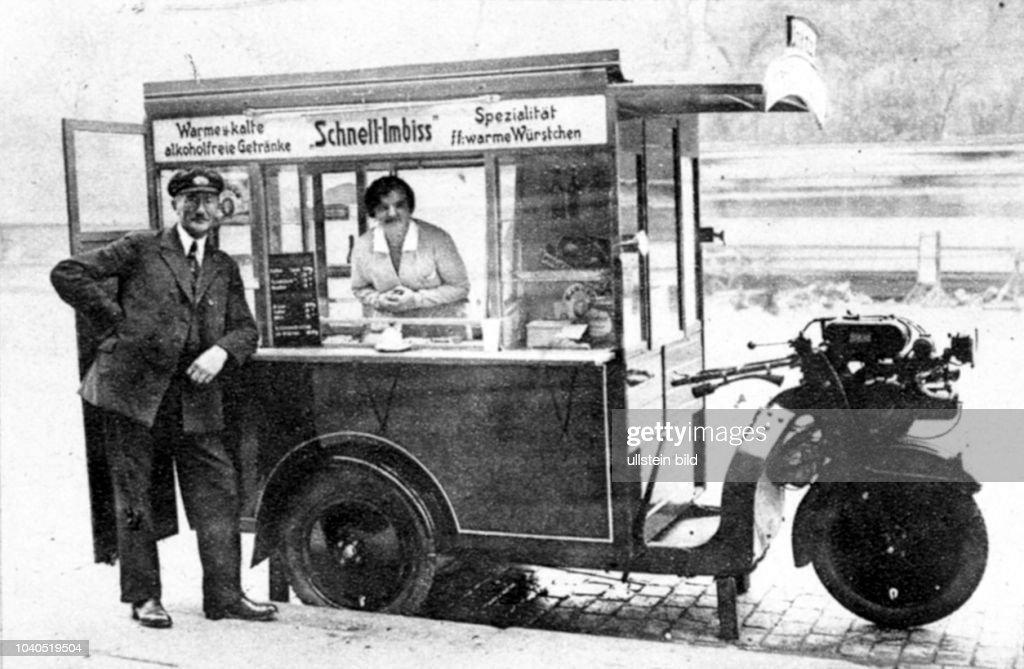 Der erste Auto-Schnellimbiss in Hamburg. Aus: Hamburger Anzeiger vom 9.11.1929 : News Photo