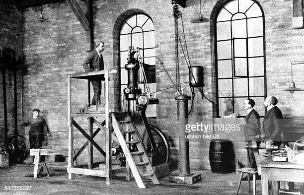 Der erste Dieselmotor in der Versuchswerkstatt der Maschinenfabrik Augsburg im Juli 1893