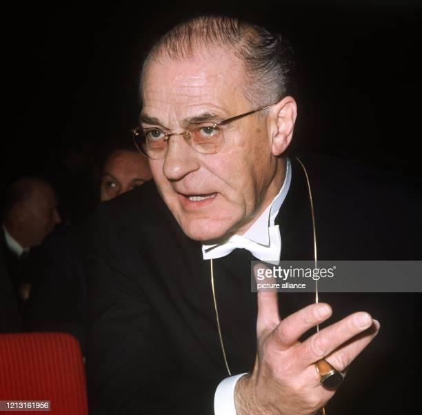 Der evangelische Bischof und Bevollmächtigte des Rates der Evangelischen Kirche bei der Bundesregierung Dr Hermann Kunst aufgenommen beim...