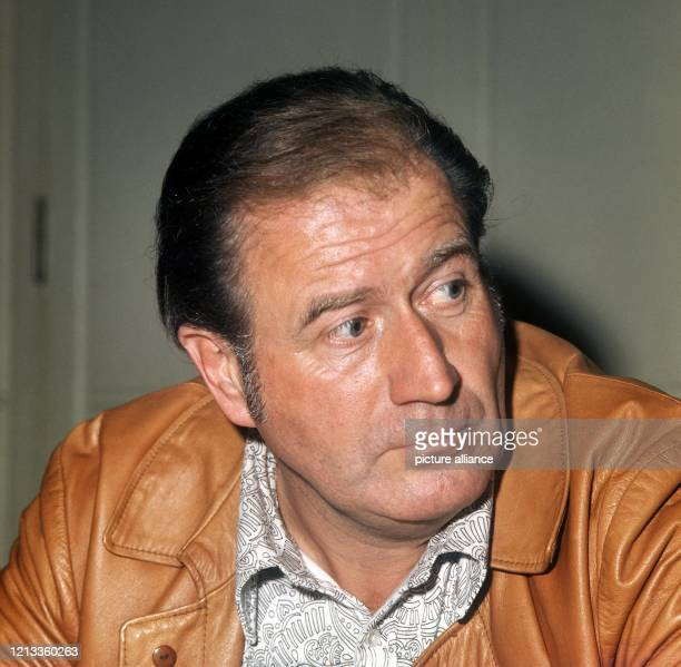 Der FernsehShowmaster und Schauspieler HansJoachim Kulenkampff im Oktober 1971 auf einer Pressekonferenz anlässlich der Vorstellung seiner neuen...
