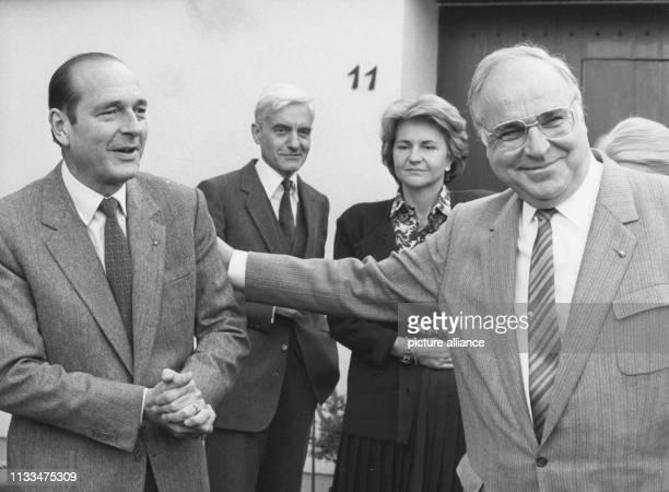 Der französische Premierminister Jacques Chirac und seine Frau Bernadette während eines Besuchs bei Bundeskanzler Helmut Kohl in Oggersheim am .