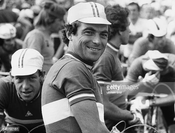 Der französische Radsportler Bernard Hinault als Sieger nach der ersten Etappe der Luxemburg-Rundfahrt. Undatiertes Foto.