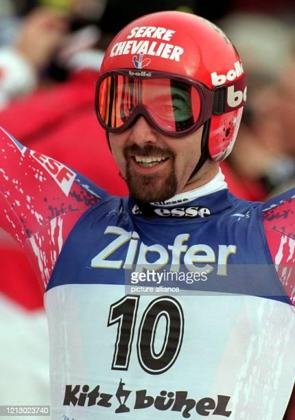 Der französische Skifahrer Luc Alphand, aufgenommen am während der Sprint-Abfahrt des Weltcuprennen der alpinen Skirennläufer im österreichischen...