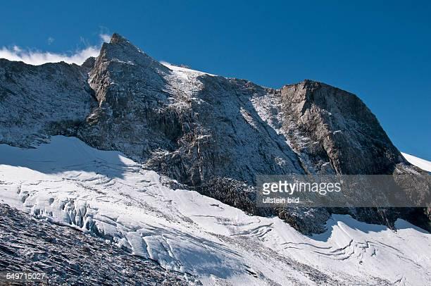 Der Friesenberggletscher bei Hintertux auf dem Hauptkamm der Tuxer Alpen bei Hintertux in Tirol Am Gletscher entlang führt der Weg zur...