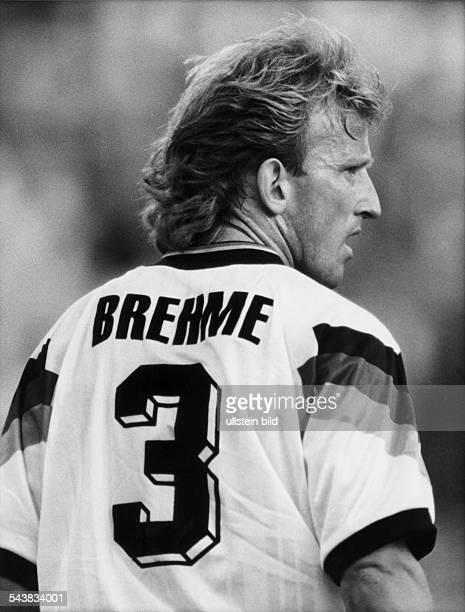 Der Fußballspieler Andreas Brehme im Nationaltrikot der Mannschaft der Bundesrepublik Deutschland Auf der Rückseite des Trikots ist die Nummer drei...