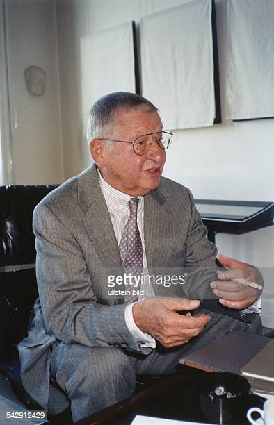Der Galerist und Kunsthändler Michael Hauptmann Enkel von Schriftsteller Gerhart Hauptmann Aufgenommen um 1995