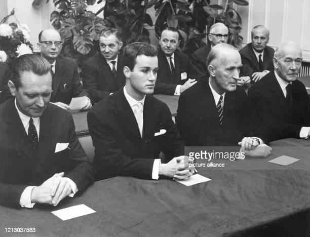 Der Generalbevollmächtigt der Firma Krupp, Berthold Beitz, Arndt von Bohlen und Halbach, sein Vater, der Großindustrielle Alfried Krupp von Bohlen...