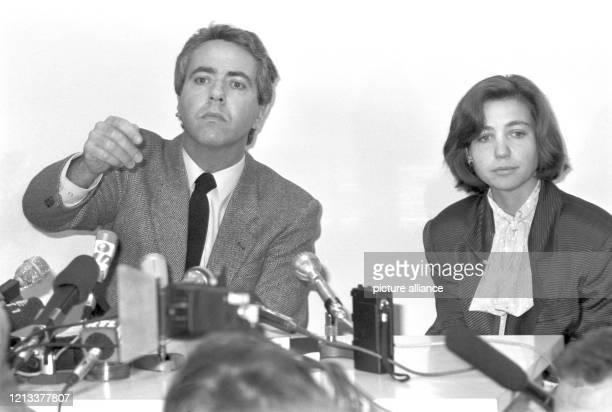 Der Genfer Polizeisprecher Marcel Vaudroz und die Untersuchungsrichterin NicoleClaude Nardin geben am in Genf auf einer Pressekonferenz bekannt dass...