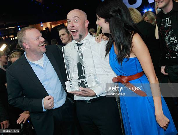 Der Graf of the band Unheilig from North Rhine-Westphalia poses with contest hosts Stefan Raab and Johanna Klum after winning first place at the 2010...