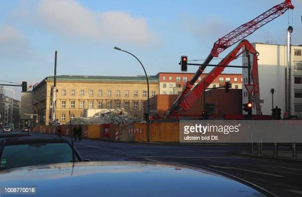 Der gut 24Jahre alte Plattenbau Wilhelmstrasse 5659 sollte schon vor gut drei Jahren abgerissen werden Einige Mieter setzten sich zur Wehr Der...