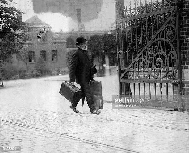 Der Hauptmann von Köpenick, verlässt das Gefängnisvon Tegel- 1906