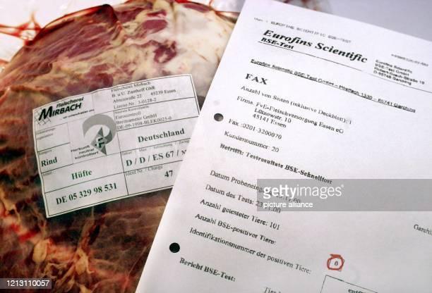 Der Herkunftsnachweis und das Resultat eines negativen BSE Schnelltests des Schlachttiers liegen am in einer Essener Metzgerei neben einem Stück...