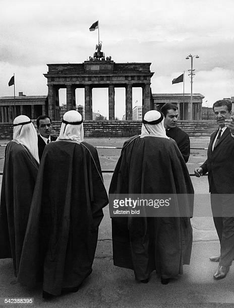 der Herrscher von Fujayrah Vereinigte Arabische Emirate Scheich Mohammed Bin Hamad EsSharki die Berliner Mauer amBrandenburger Tor