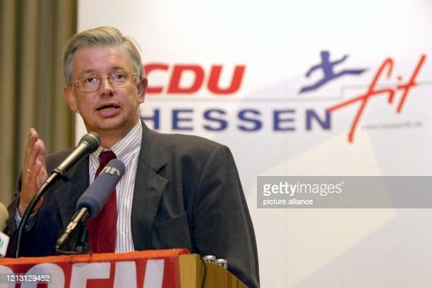 Der hessische Ministerpräsident Roland Koch spricht am 592000 in Gießen auf einer Veranstaltung der CDU mit dem Titel Herbstoffensive CDU Hessen Dort...