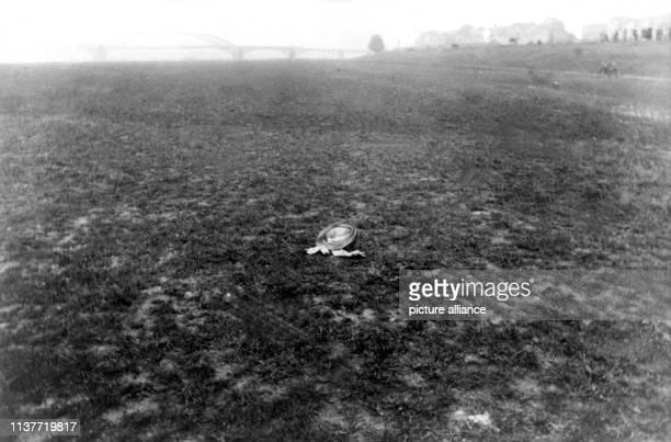 Der Hut des Mordopfers Ida Reuter am Tatort Am 22 April 1931 wurde Peter Kürten wegen Mordes in neun Fällen und weiteren Delikten vom Düsseldorfer...