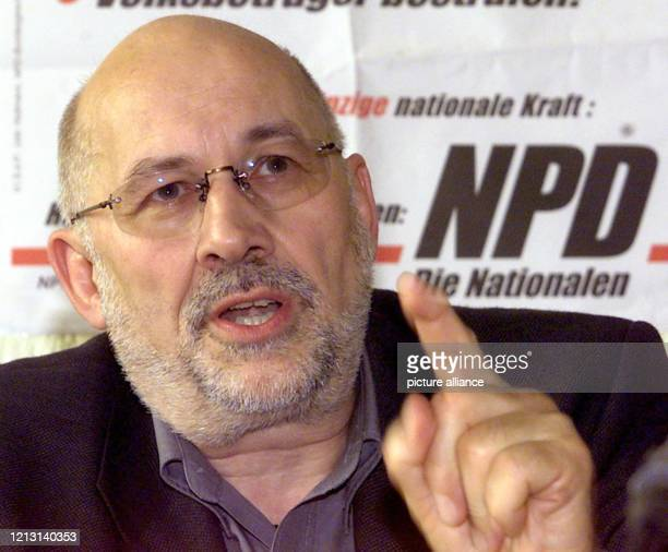 Der im rechten Lager aktive Berliner Anwalt Horst Mahler kündigt am 1282000 auf einer Pressekonferenz der NPD in Bruchsal an einen Antrag auf...