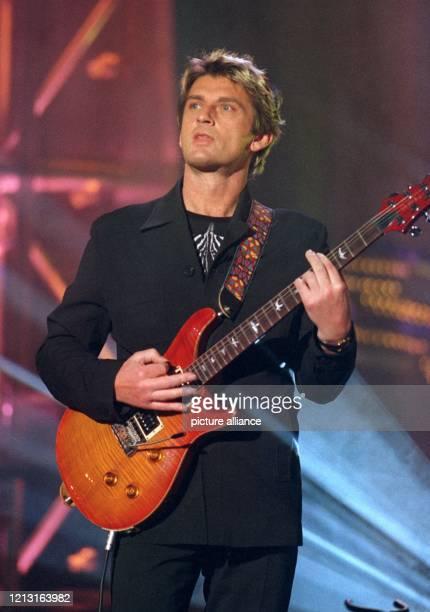 Der irische Musiker Mike Oldfield am bei seinem Auftritt bei einer ARDFernsehaufzeichnung in Saarbrücken Oldfield wurde mit mit der Goldenen Europa...