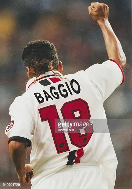 Der italienische Fußballspieler Roberto Baggio im Trikot des AC Mailand Aufgenommen Saison 1996/1997