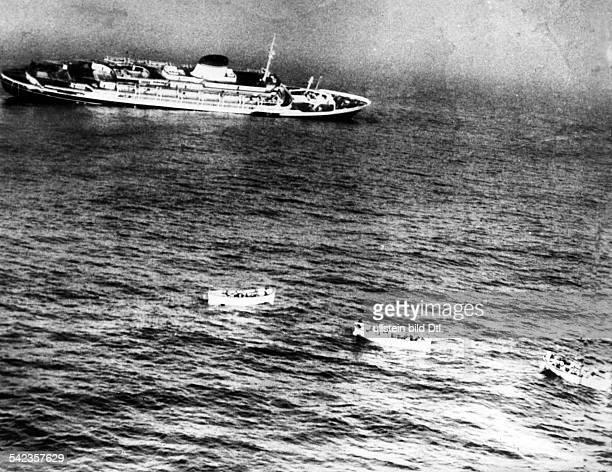 Der italienische Luxusdampfer 'Andrea Doria' sinkt vor der amerikanischen OstKüste