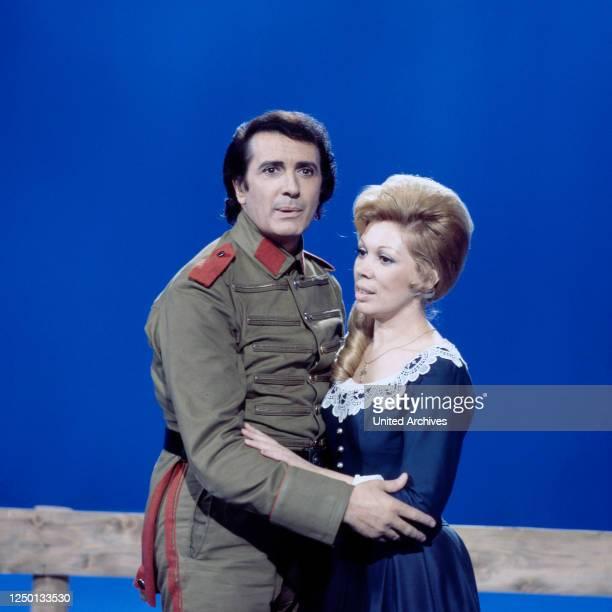 Der italienische Opernsänger Franco Corelli mit Mirella Freni, Deutschland 1970er Jahre.