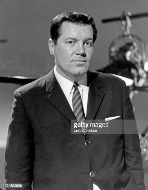 Der Journalist Wim Thoelke, Deutschland 1960er Jahre.