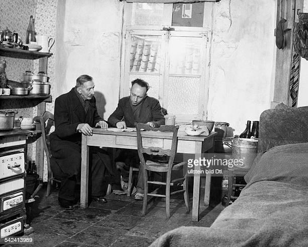 Der kleine während der Kämpfe im Dezember1944 / Januar 1945 stark zerstörteFerienort Rocheford an der Lomme der in einer ehemaligen...