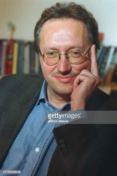 Der künftige Suhrkamp Verlagsleiter und Geschäftsführer Christoph Buchwald wird voraussichtlich schon vor dem offiziellen Termin im Oktober 1998 vom...