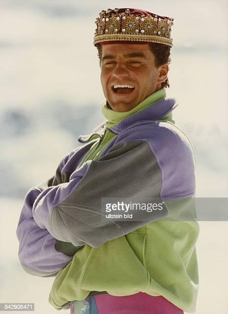 Der König des alpinen Skisports Alberto Tomba aus Italien trägt eine Krone Undatiertes Foto Eingang ins Fotoarchiv 1995
