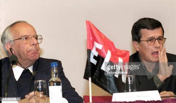 Der kolumbianische Pater und Sekretär der kolumbianischen Friedenskommission Pater Jorge Martinez und der Vertreter der Nationalen Freiheits Armee...