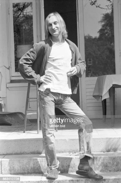 Der Komiker Otto Waalkes hatte 1977 wegen seiner Kleidung im Restaurant ''Jakob'' in Hamburg Lokalverbot Er trägt eine Jeanshose mit Flicken und...